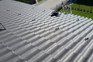 Instalacja fotowoltaiczna o mocy 5,55kWp dach skośny dachówka.
