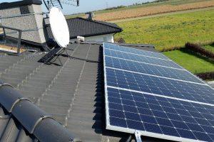 Instalacja fotowoltaiczna o mocy 5,55kWp z panelami SHARP o mocy 370W każdy.